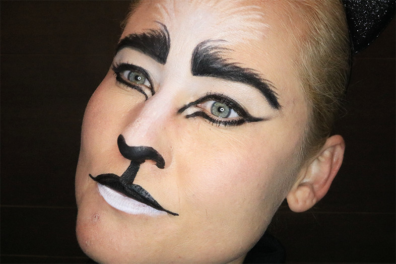 Kat Make Up Look Halloween Tutorial